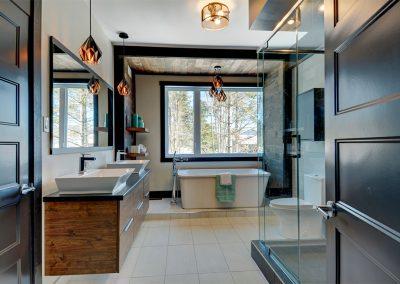 Résidence de style Chic Shack à Québec / Design de la salle de bain et service de décoration intérieure