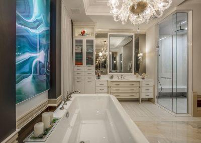 Résidence de style classique. Aménagement d'intérieur intégral et design de la salle de bain