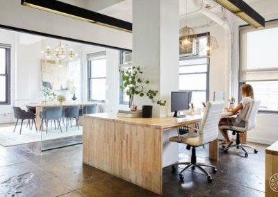 Inspiration d'une pièce vitrée partagée à l'aménagement de la salle à manger et au bureau double à domicile de style loft industriel